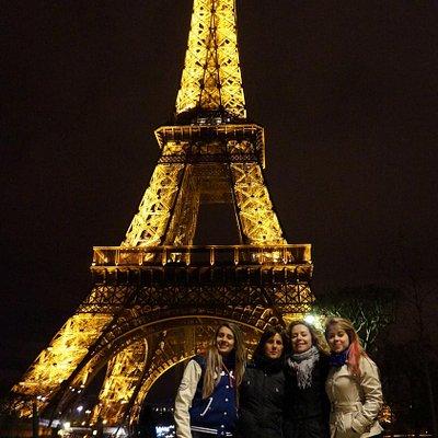 eu, minha mae, e suas duas amigas brasileiras que encontramos em paris