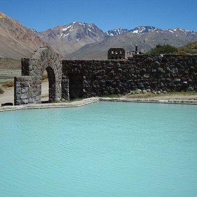 Aguas Termales, contiene mucho minerales, en especial azufre.
