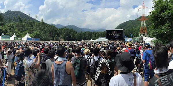 滿山滿谷的搖滾樂信眾