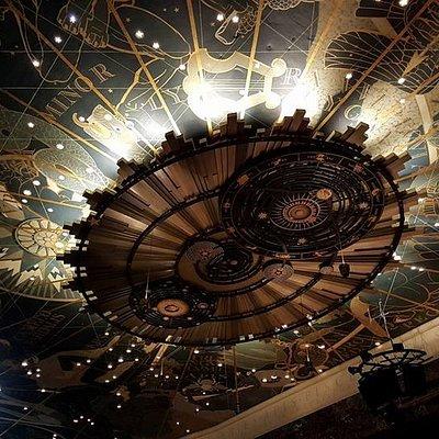 Picture of the ceiling of the Forum Auditorium