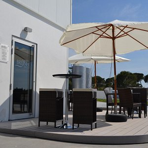 Brejinho da Costa wine shop. Enjoy outdoors