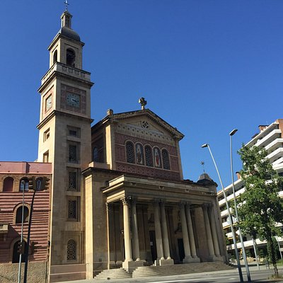 Церковь святых Гервасия и Протасия и Дева Марии на площади Бонанова в Барселоне