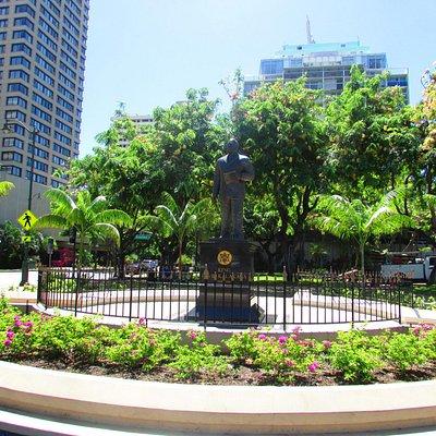 estátua em homenagem ao rei hawaiano