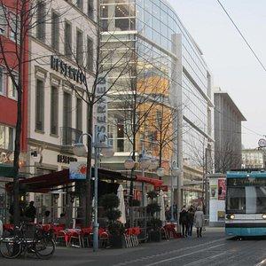 Трамвай на улице Planken