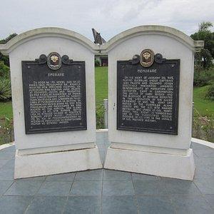 Minnesstenar fanns på olika platser där dödsmarschen drog fram.