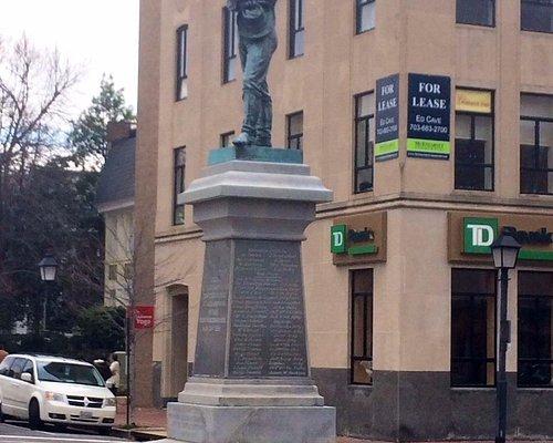 Appomattox Statue