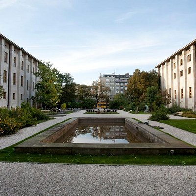 The Lorentz Courtyard and Cafe