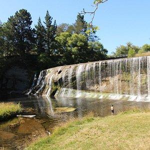 Rere Falls, originale cascata in un posto tranquillo
