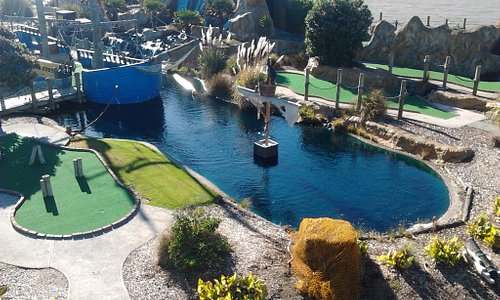 Pirate's Cove mini golf wellington