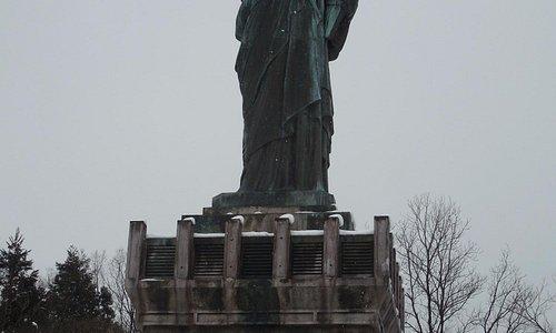 有名な自由の女神像によく似ている