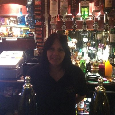 Quality landlady & landlord, great hand pulled beers, with regular punters