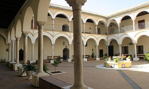 Patio principal del convento de Santa Florentina.