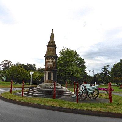 Statue & Cannon