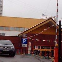Парковка и вход