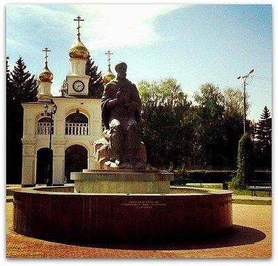 Памятник Николаю Чудотворцу летом