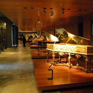 many clavicordes and pianos