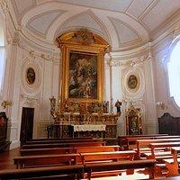 Interno chiesa del Real Monte Manso con altare