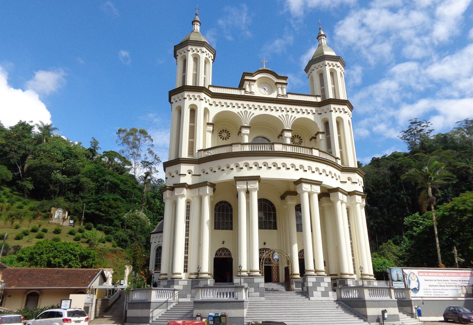 Vista externa do Santuário Nossa Senhora de Azambuja