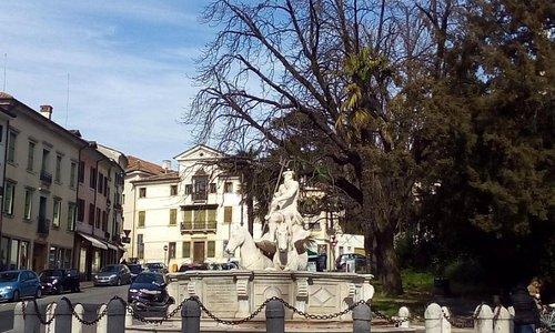 Fontana di Nettuno o dei Cavalli