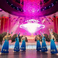 Selfie Must-Have: Fortune Diamond Free Daily Show with our Peaccock Show Dancers. see us at the
