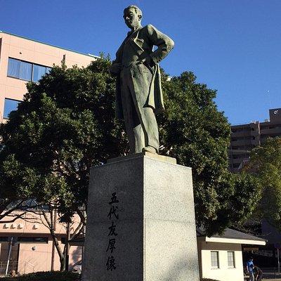 五代友厚銅像近景