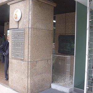 ビルの玄関口