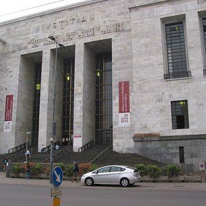 la facciata su corso di Porta Vittoria.