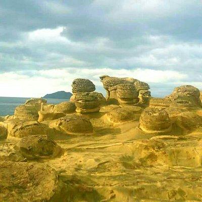 深澳魚港的象鼻岩及可與野枊女王頭比美的岩石,值得大家到此一遊。