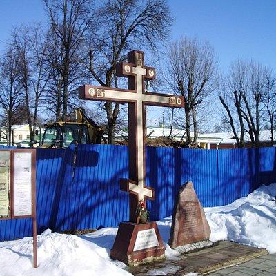 Крест и камень