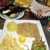 plat kabeb avec sauce de fruit de mer