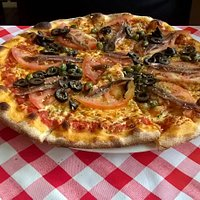 Napoli, anchvis, capris, olive, cheese