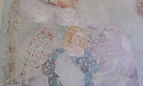 L'angelo con sopra un putto che suona il tamburo