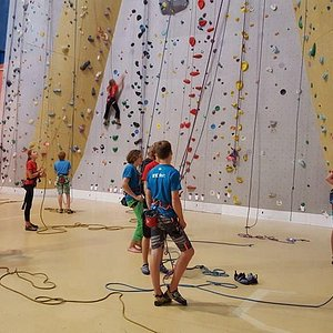 29 ropes and an average of 3 routes per rope