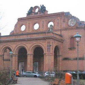 Anhalter Bahnhof. Desta estação, muitos judeus foram deportados até próximo ao final da seg. gue
