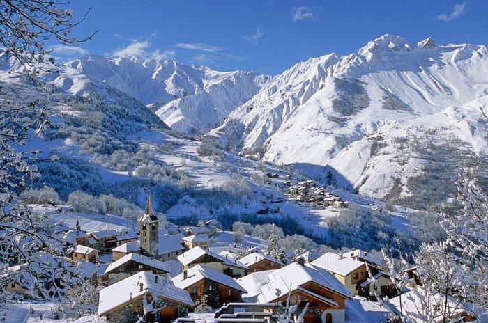 Un village authentique au coeur du plus grand domaine skiable du monde, les 3 Vallées