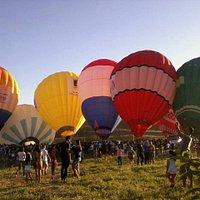 Geralmente todos os anos,  fazem apresentações de balonismo,  muito legal!