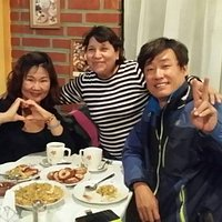 clientes coreanos con la dueña