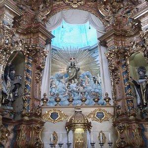 Altar-mor restaurado