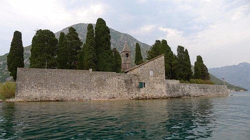 Жизнь за стеной монастыря