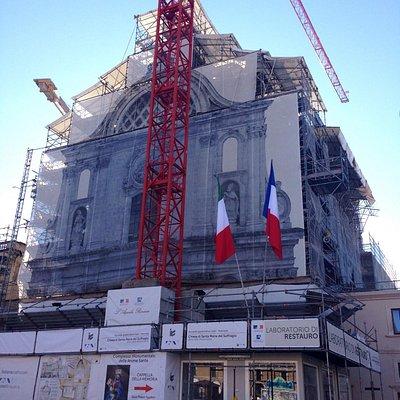 La facciata con i ponteggi nel 2016.