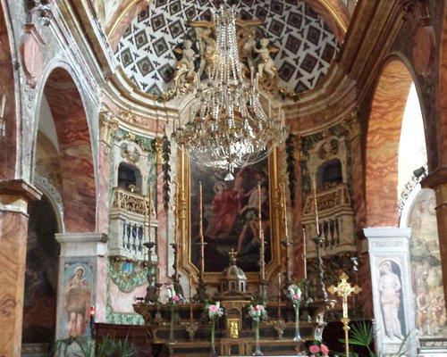 Abside e interno della chiesa