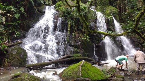 Cachoeira Três Quedas, na floresta do Hotel