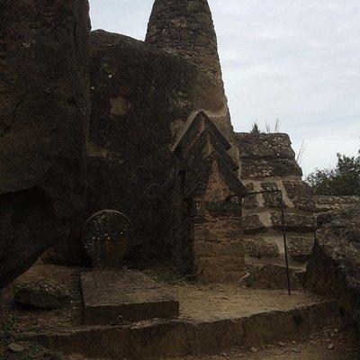 Detalle de las piedras del cementerio de Olius