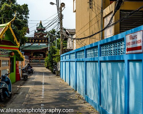 The view down the alley towards Chee Chin Khor temple and Pagoda.