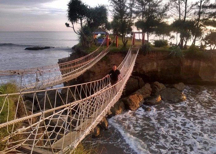 Iconic Bridge at pantai Sungai Suci, Are you dare?
