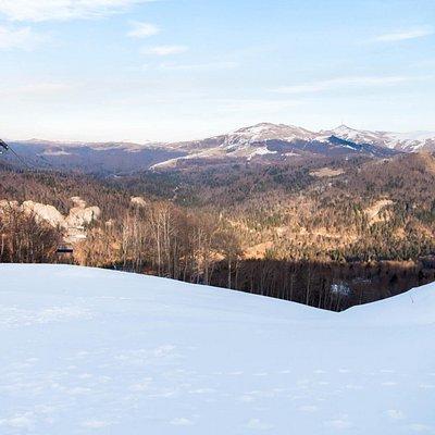 Вид с вершины горы на трассах