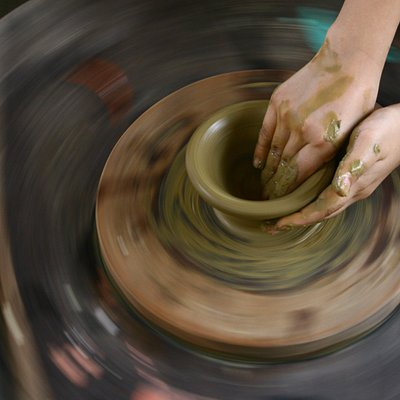 Make pottery by wheel