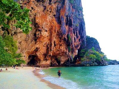 Phra Nang beach, con sus acantilados espectaculares de estalactitas que cuelgan sobre el mar
