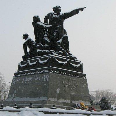 Памятник генералу Ефремову в Вязьме