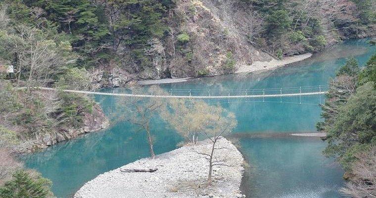 同じ大井川水系の寸又峡、夢の吊り橋
